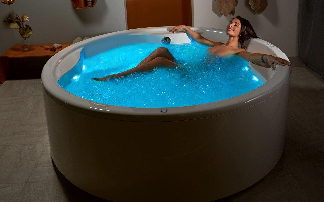 Aquatica Allegra-Wht Freestanding HydroRelax Pro Jetted Bathtub