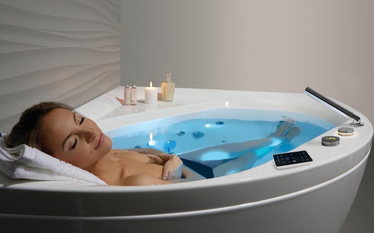 Aquatica Olivia-Wht HydroRelax Jetted Bathtub (220/240V/ 50/60Hz  USA/International)