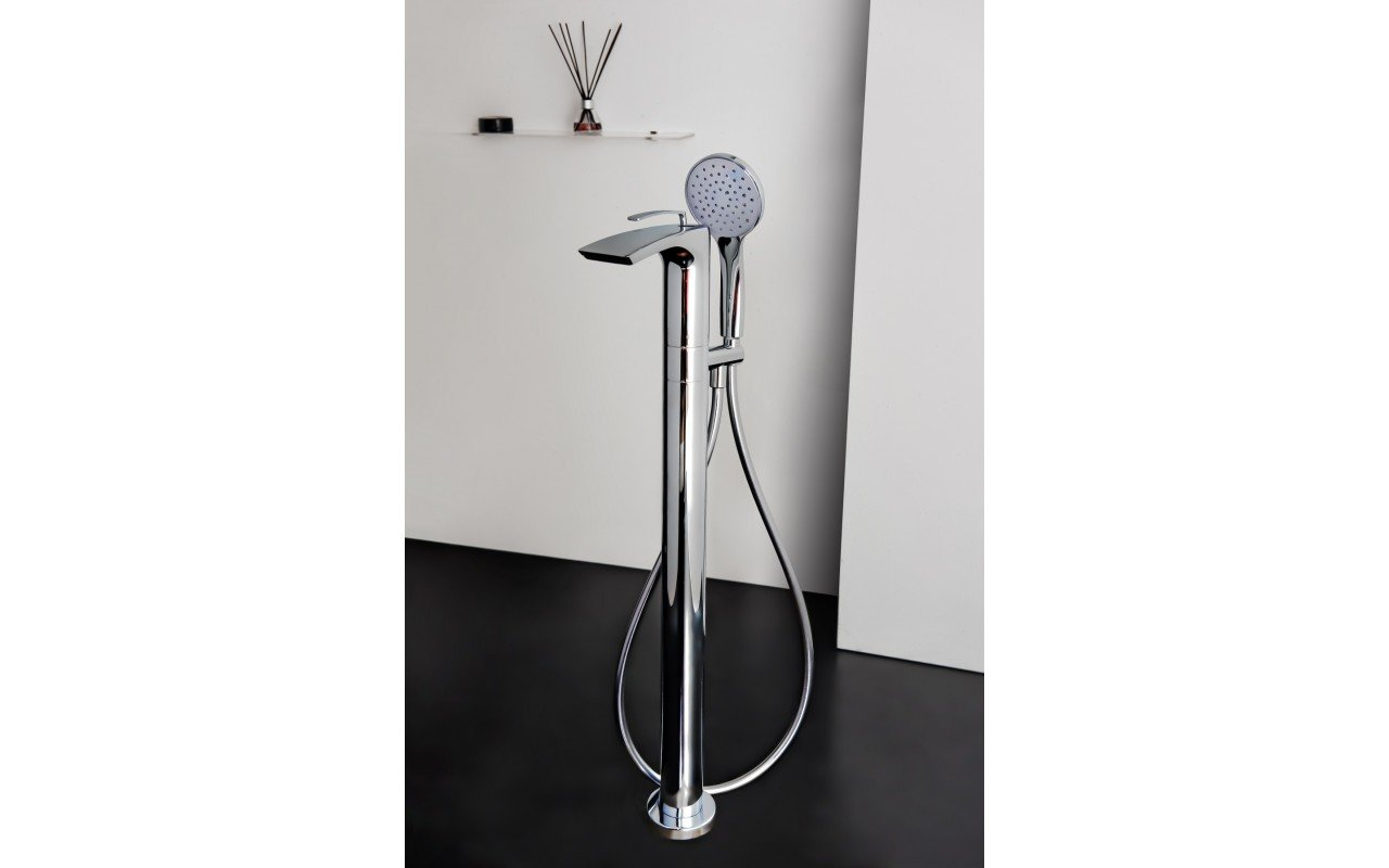 Bollicine Floor Mounted Bath Filler Chrome 02