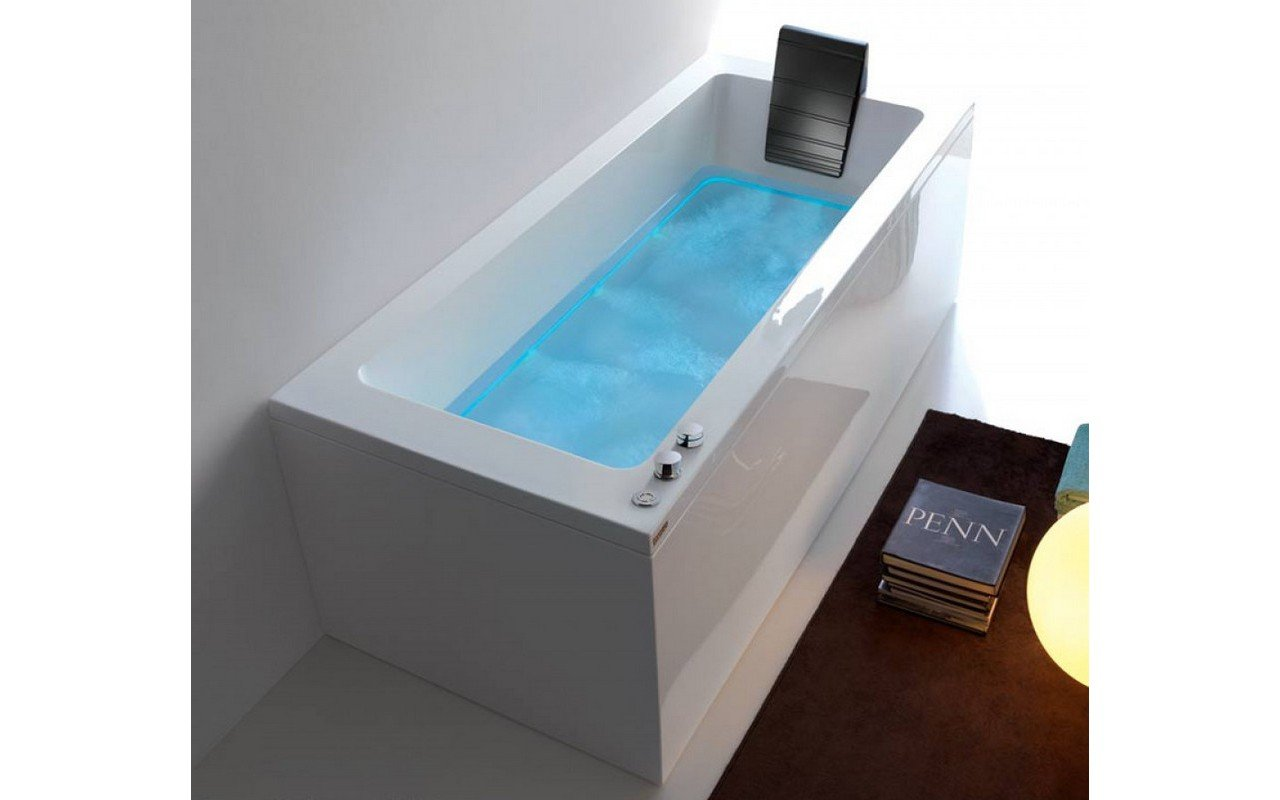 Dream%20Rechta C%20outdoor%20hydromassage%20bathtub%2002%20web