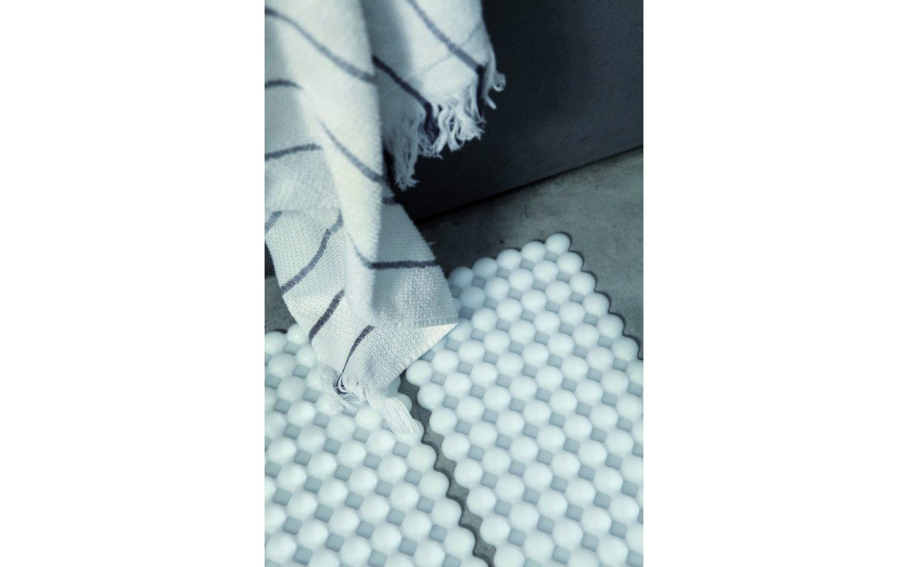 Ovo Self Adhesive Floor Mat 02 (web)