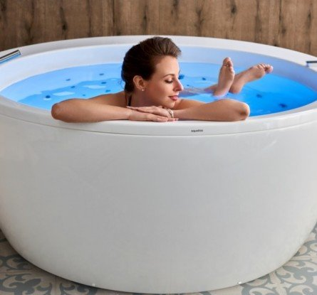 Aquatica Pamela Wht Spa Jetted Bathtub (1)