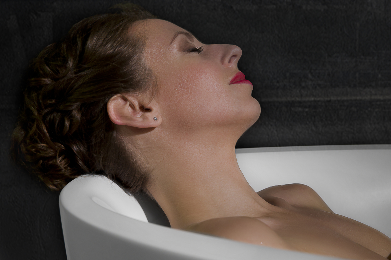 Sensuality mini f wht relax freestanding solid surface bathtub 13 (web)