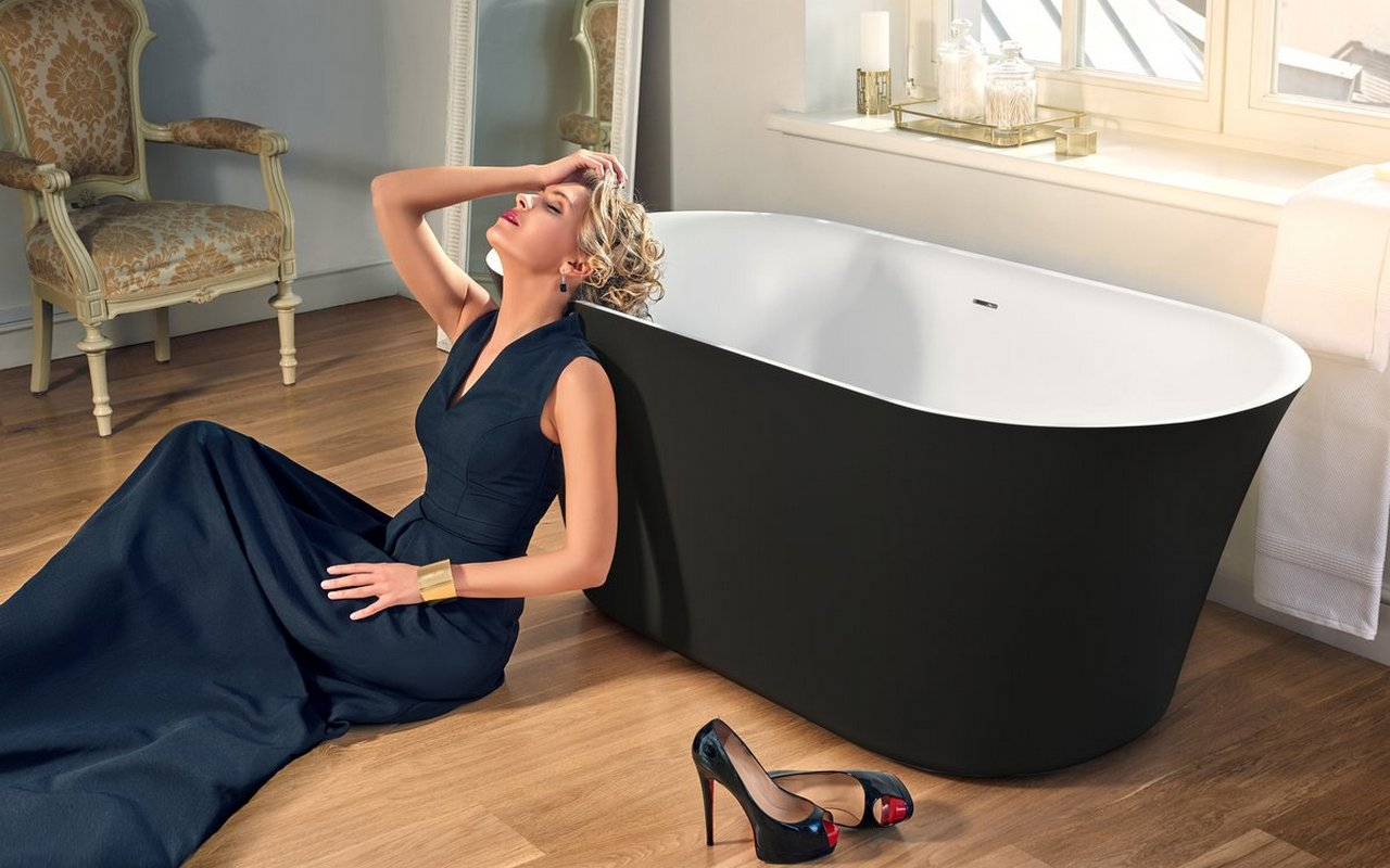 Tulip Black White solid surface bathtub (web)